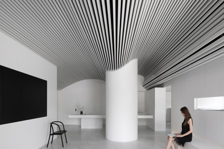 Runxuan Textile Office | A Pure White Space Filled with Rhythm