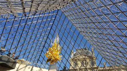 Visiting the world's largest art museum-The Louvre