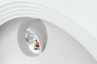 White Comedy of Xi'an Zhongshu Bookstore by Wutopia Lab