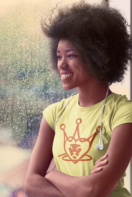 t-shirt-mockup-featuring-a-woman-on-a-ra
