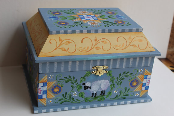 Little Lamb Box 295