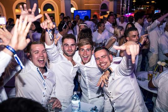 Partypeople VIP Area Gemonaplatz.jpg