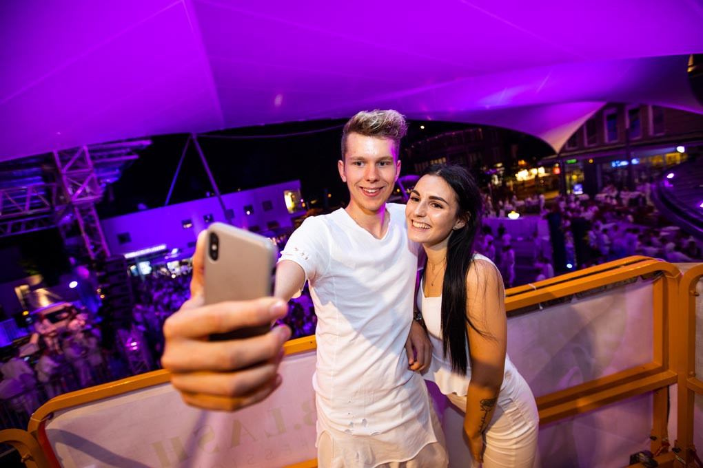 Selfie tower Gemonaplatz Velden White Nights fete blanche 2018.jpg