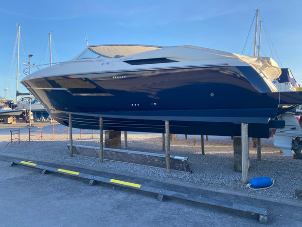 Windy 39 Boat Wrap (hull to water line)