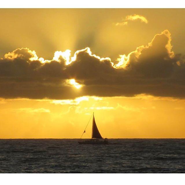 Come sail away to the Kona Tiki!!!