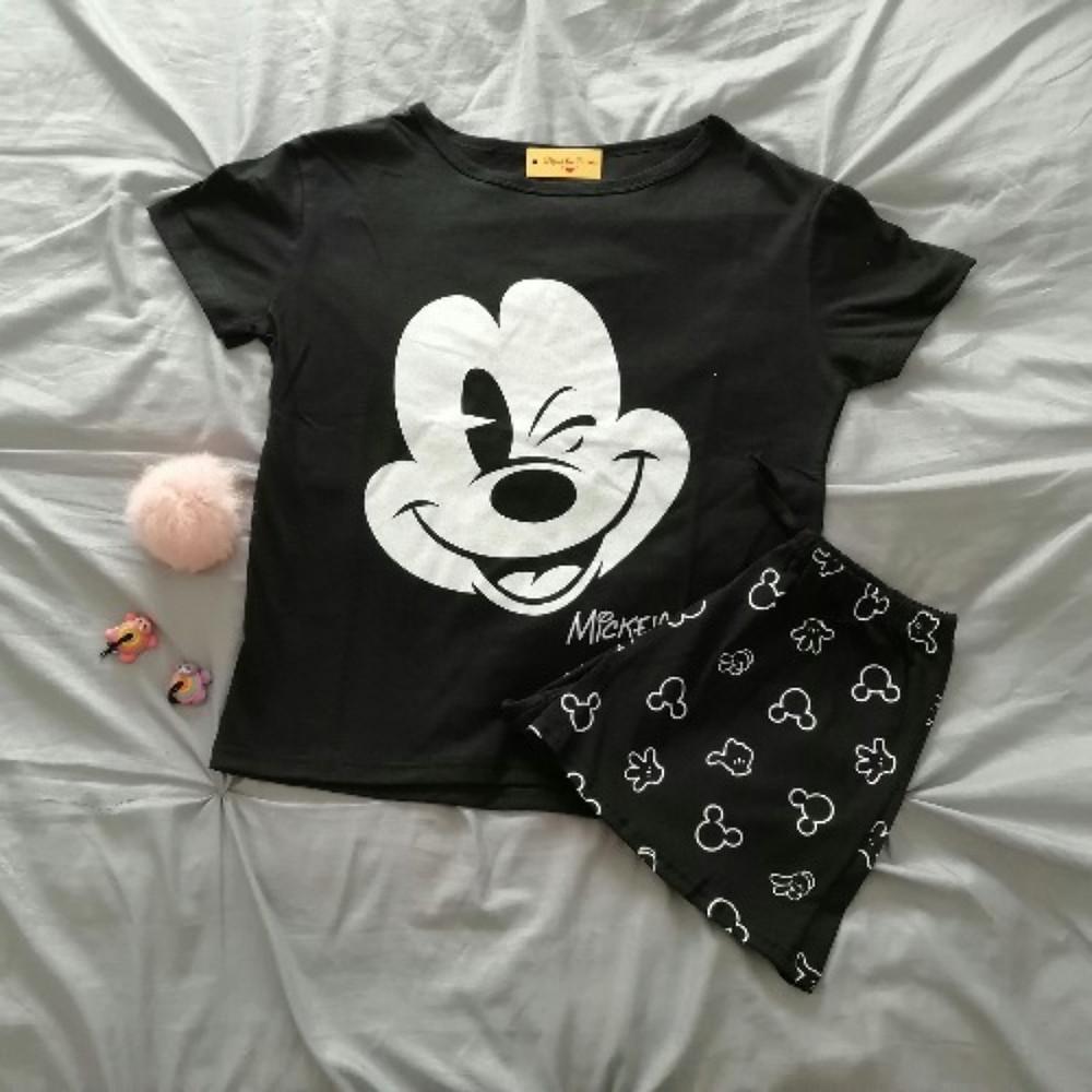 Pijama de mujer mickey mousse con remera y pantalon negro