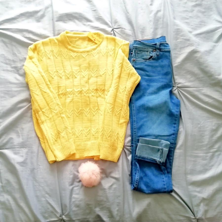 Sweater amarillo a la cadera con trama de cadenas