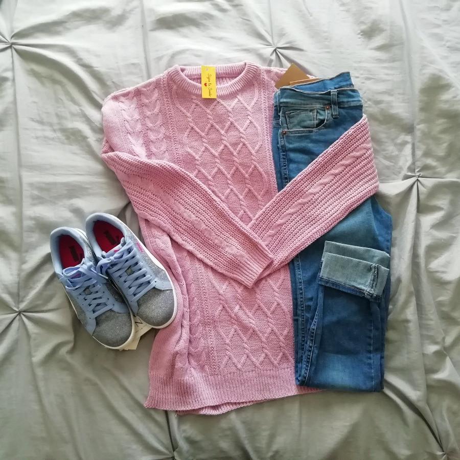 Sweater Lila largo combinado con jean y zapatillas | Sigue tu sueño