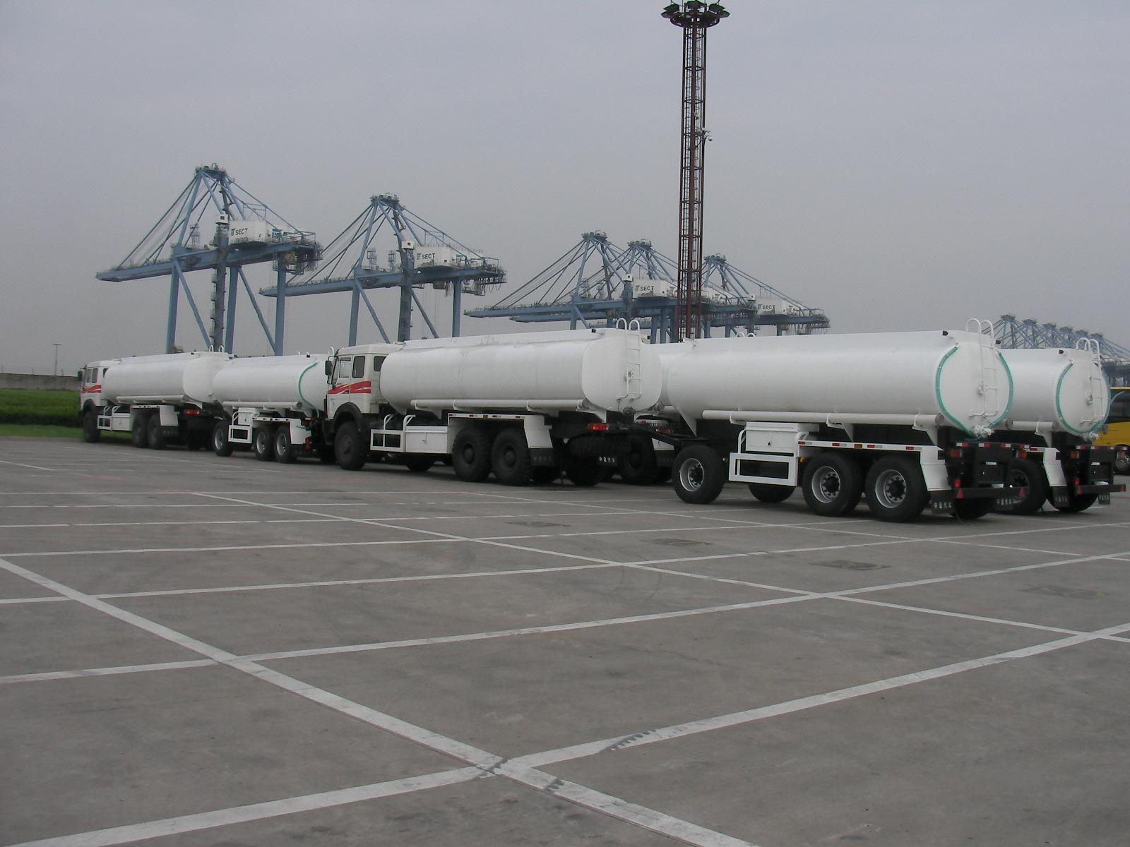 Fuel/Water Tank Truck