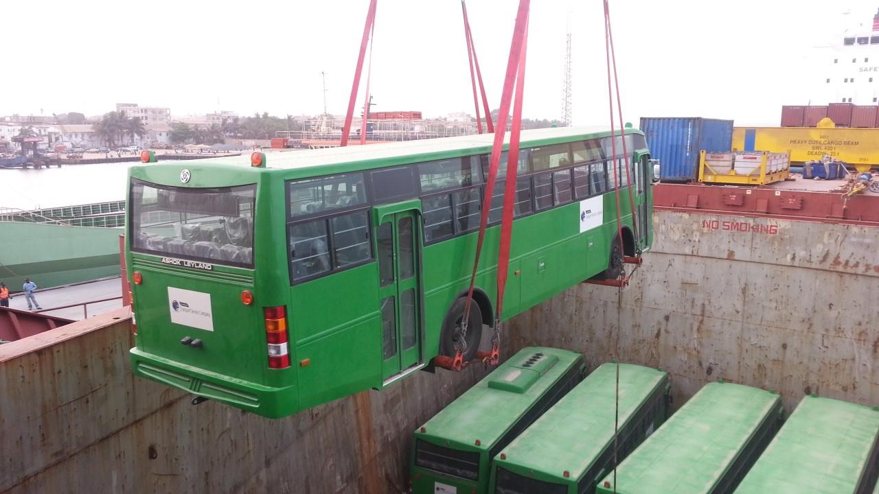 Bus discharging Africa