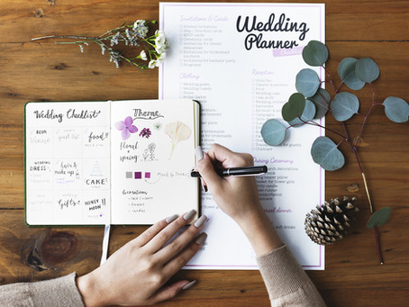 Wedding Planner Putting Her Wedding Decisions To Public Votes