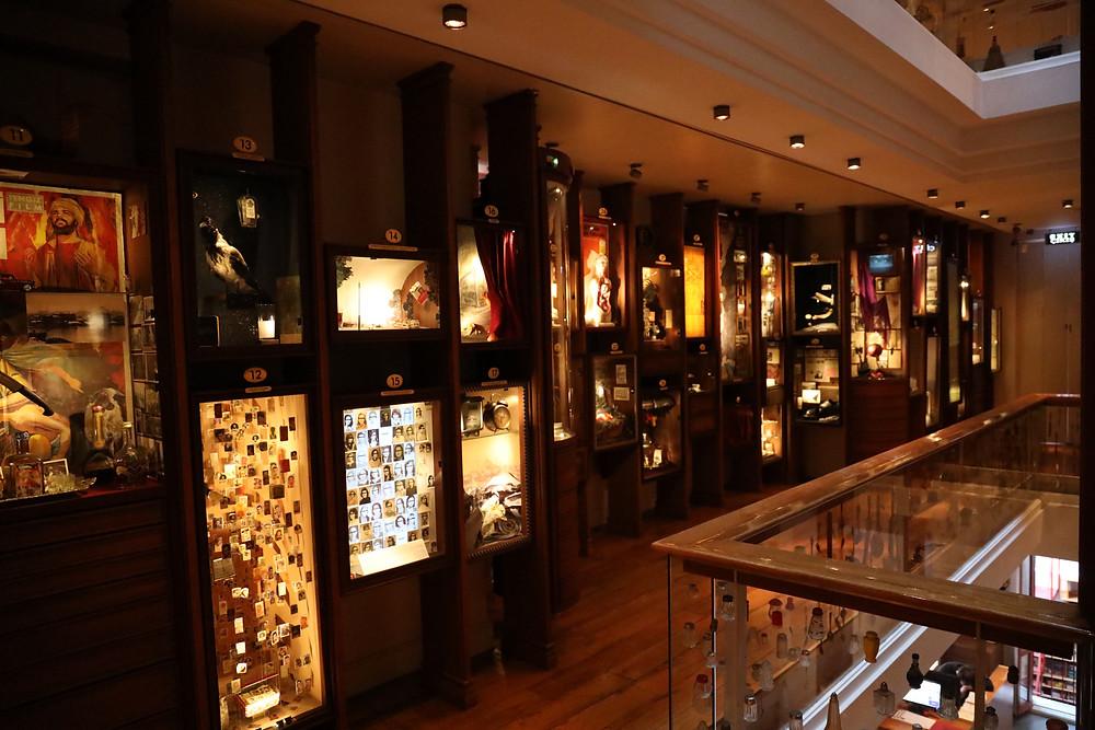 Plusieurs des vitrines du musée