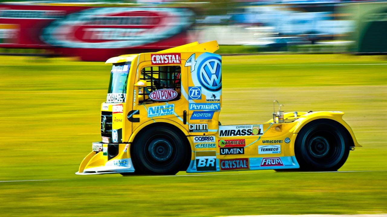 Yellow_Truck_Racing51x91