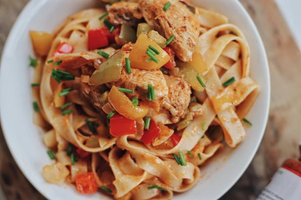 This Chicken Fajita Pasta will Make You Feel as Snug as a Bug in a Rug!!