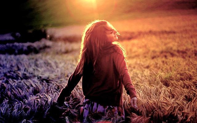 happy-girl-in-field-1440x900-418.jpg