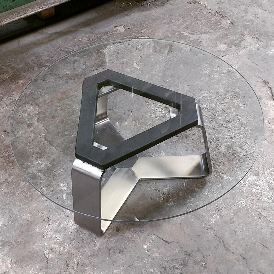 Mesa de vidrio con base