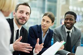 Bsiness-people-meeting-in-office-548896