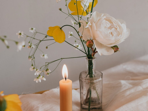 English Garden Wedding Inspiration. A tiny flower shop shoot with heaps of inspo + colour schemes