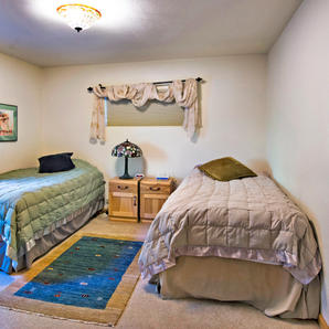 Trail Lake View | Twin Bedroom