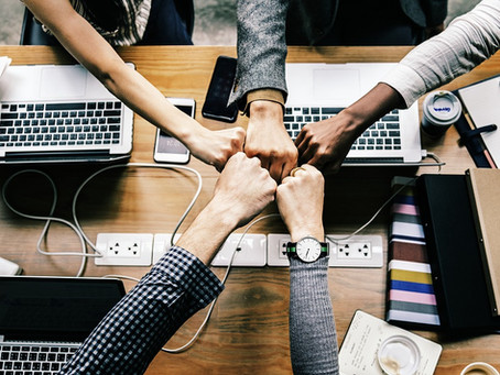 Why It Helps to Hire a Team of Bloggers
