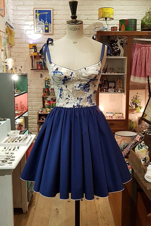 Petite robe à fleurs bleues