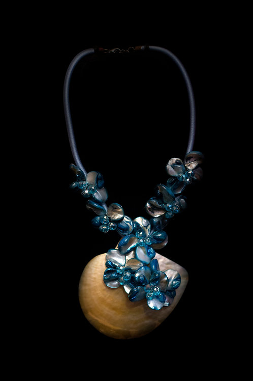 Mother of Pearl Shell Blue Necklace