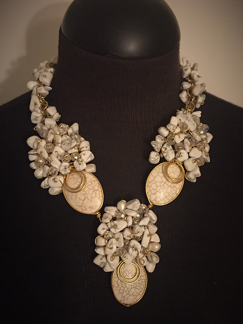 Cream White and Gold Necklace/Earrings