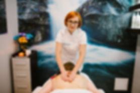 masaż pleców zabieg w kobieterii