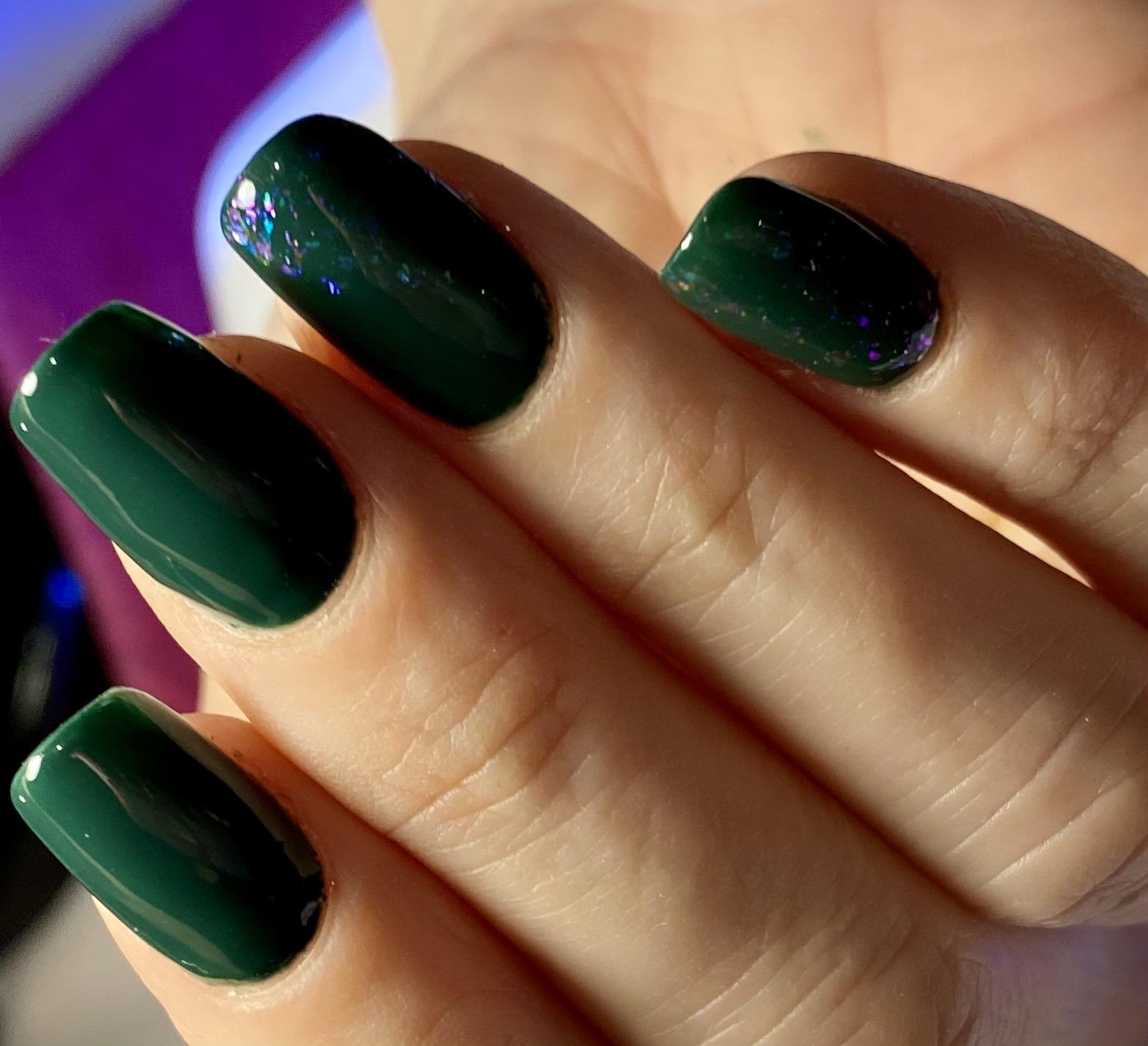 Kobieteria manicure przedłużanie akrylo żelem