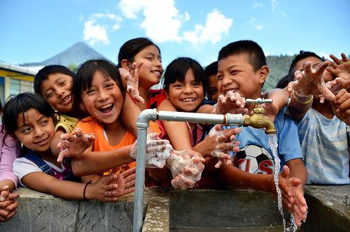 children-washing-hands-1043x691.jpg