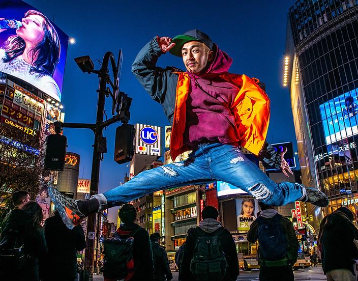 東京 渋谷 スクランブル交差点 ヒップホップ グラフィティー ウォールペイント ブレイクダンス bboy ブレイキン プロフィール アー写 画像 写真 撮影 カメラマン 写真家 フォトグラファー 動きのある 写真  得意 日本 カメラマン