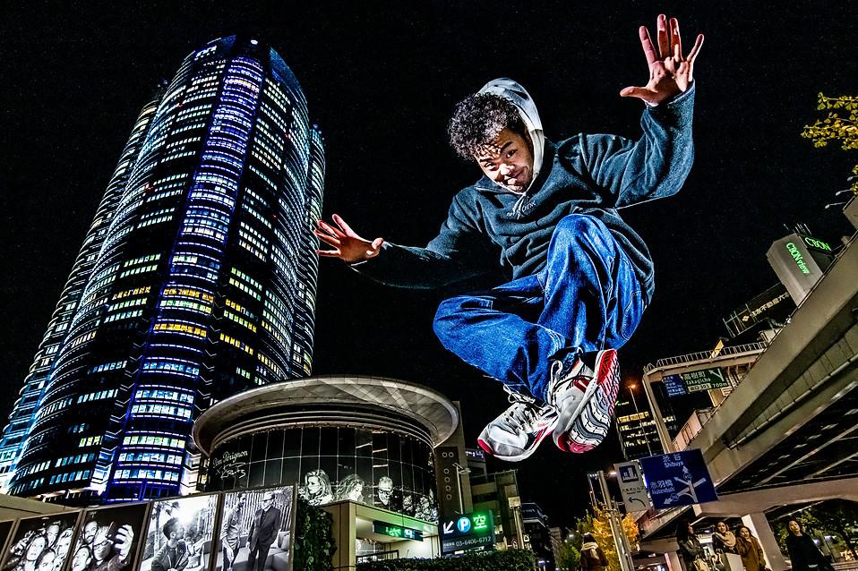 六本木 ヒルズ グラフィティー ウォールペイント ブレイクダンス ヒップホップ bboy プロフィール アー写 画像 ブレイキン 写真 撮影 カメラマン 写真家 フォトグラファー 動きのある 撮影 得意 日本 かっこいい ダンス ブレイキン