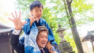 七五三 撮影 肩車 男の子 袴 お父さん パパ ツーショット お寺 神社 祈祷前