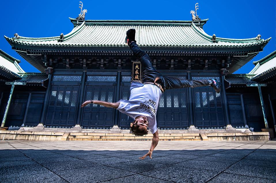 東京 寺 ヒップホップ グラフィティー ウォールペイント ブレイクダンス ヒップホップ bboy プロフィール アー写 画像 ブレイキン 写真 撮影 カメラマン 写真家 フォトグラファー エアートラックス ダンス 広告 アーティスト