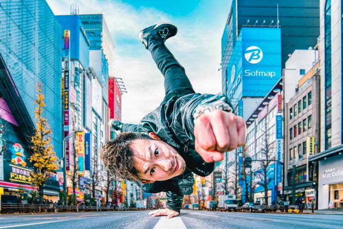 動きのある撮影 秋葉原 フリーズ 広告 写真 撮影 ストロボ 日中シンクロ かっこいい 日本 ダンス カメラマン 写真 bboy kimutaku ariya ブレイキン ブレイクダンス スーパーマン real kjb spincrew dancestudio