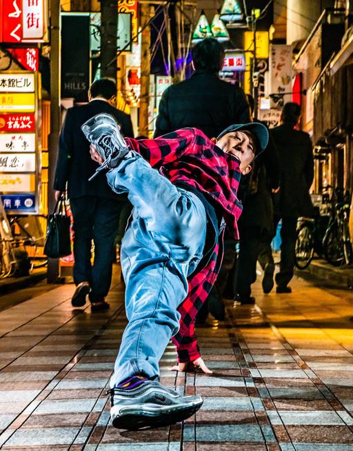動きのある 広告 撮影 中野 サンモール 商店街 グラフィティー ウォールペイント ブレイクダンス ヒップホップ bboy プロフィール アー写 画像 写真 撮影 カメラマン 写真家 フォトグラファー ブレイキン ariya zen