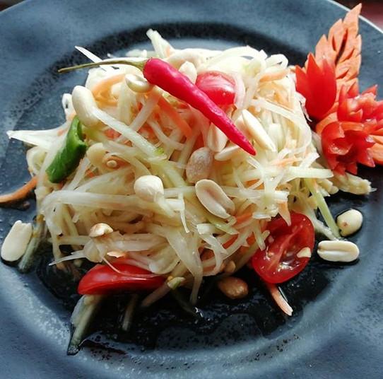 Som Tam Thai. Spicy papaya salad. #somta