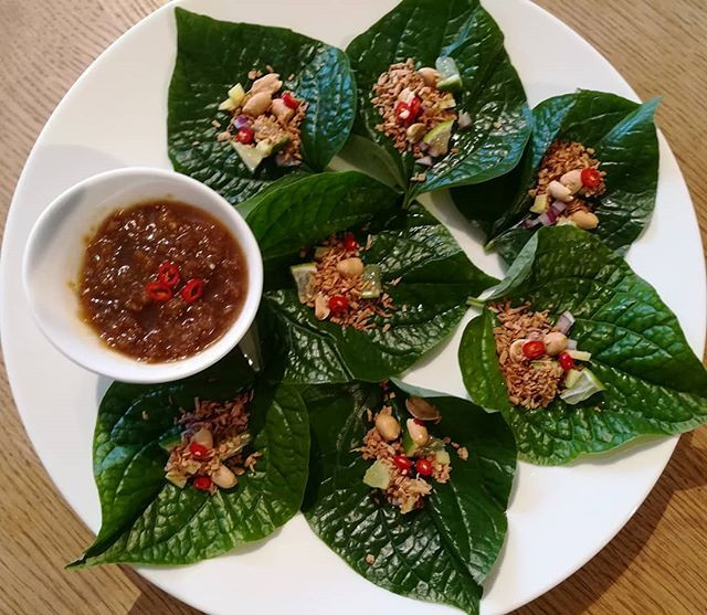 Miang Kam (herbs wrap in piper lolot lea