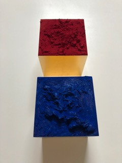 Red and Blue Box, Pigmente und Schlagmetall Gold | je Euro 390,-