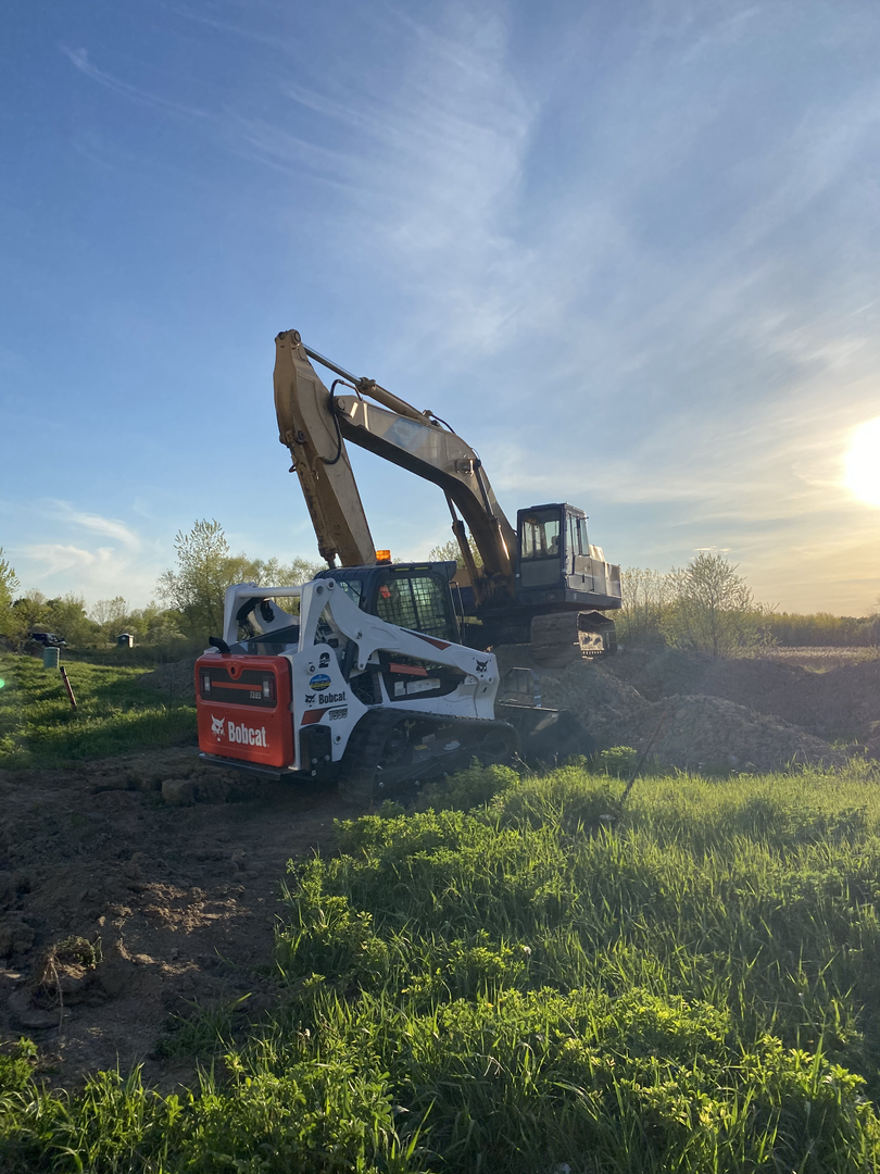 Kobelco : Bobcat Sunset.HEIC
