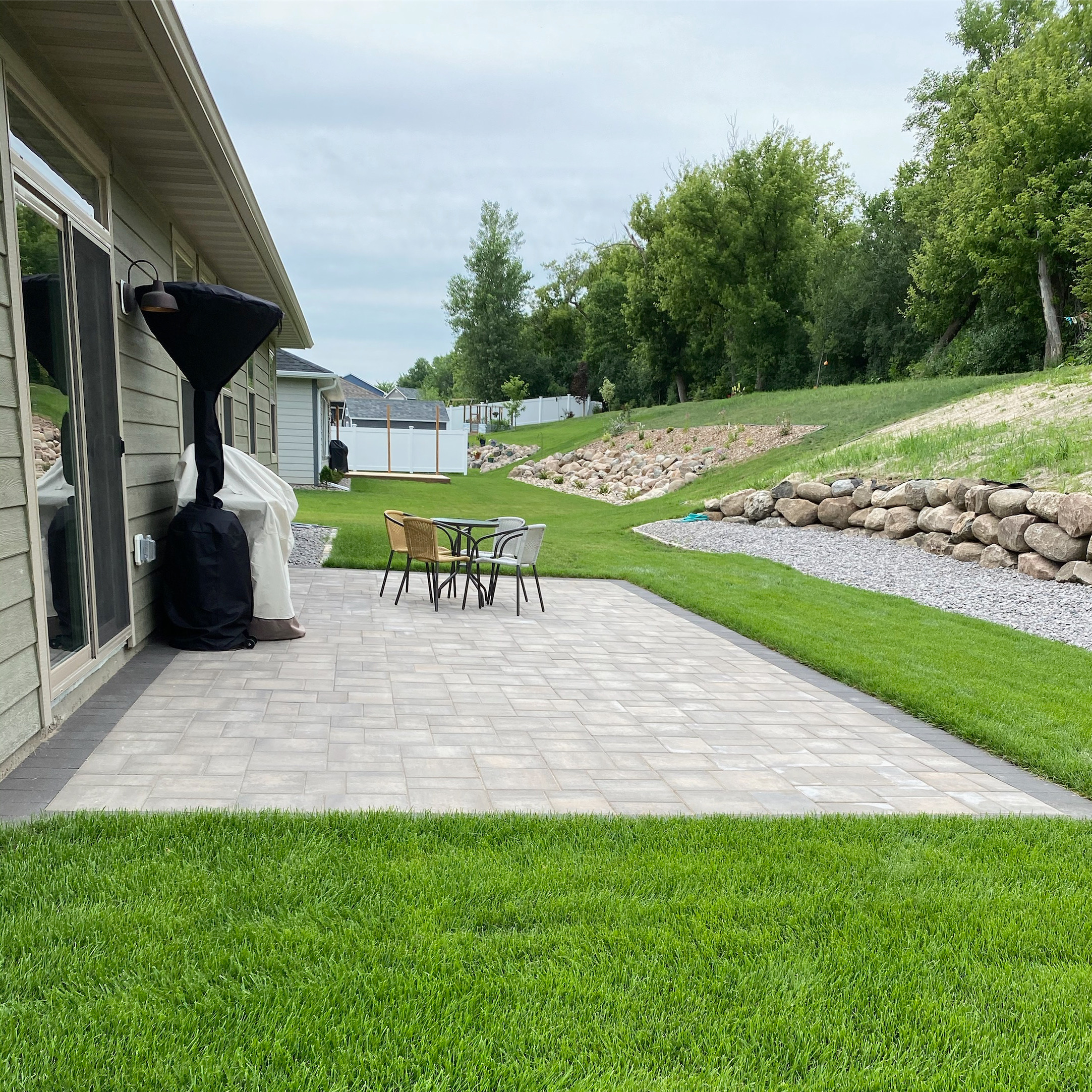 Paver Patio & Boulder Wall