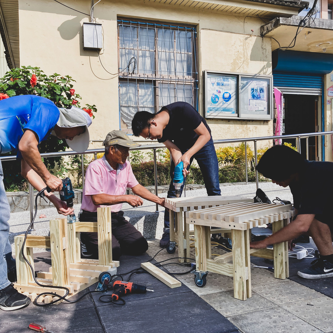 協助隆田社區長輩製作木椅.jpg