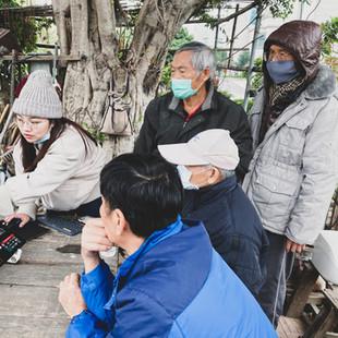 國平木作家長輩與學生共同討論社區棚架設計.jpg