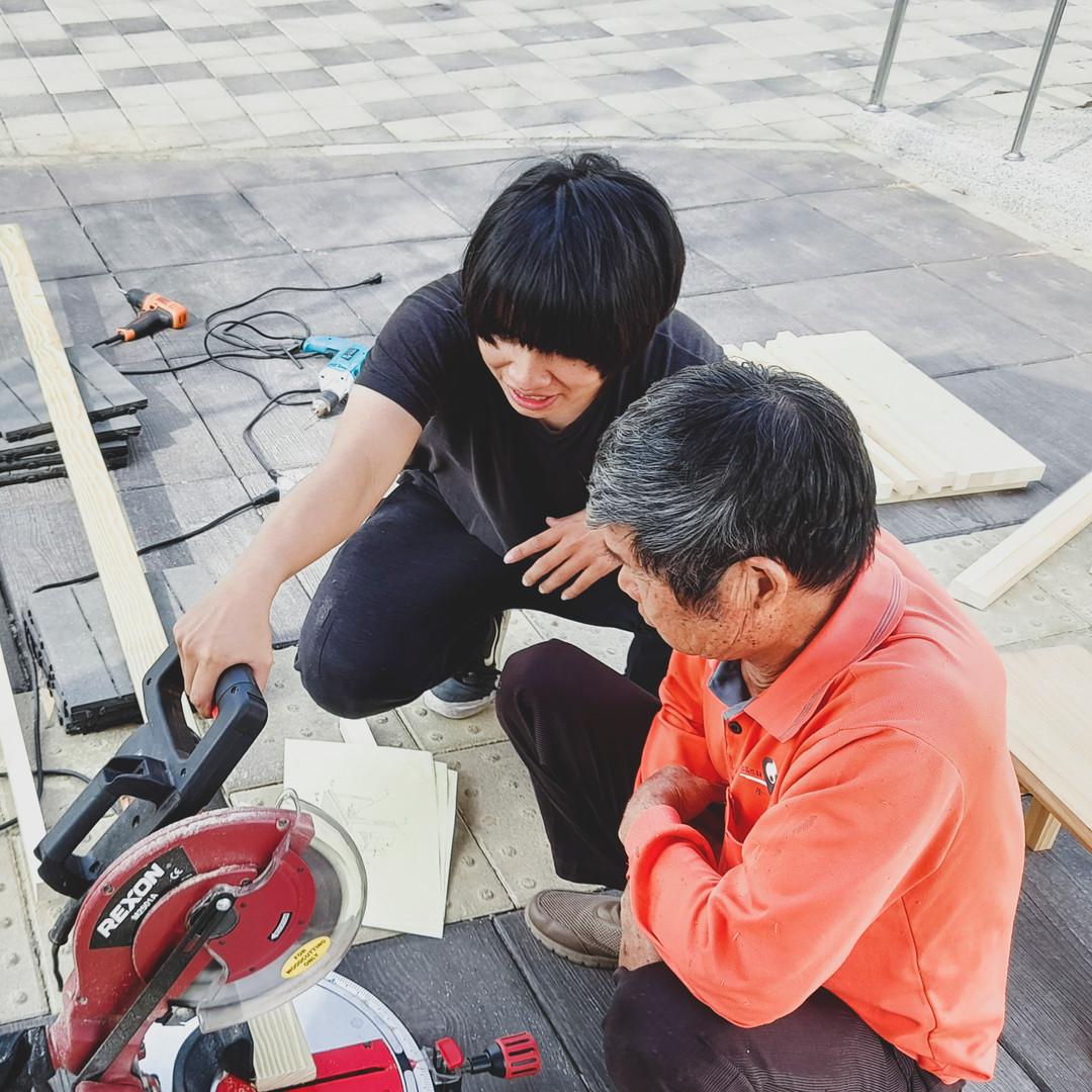 社區長輩與學生共同製作街道家具.jpg