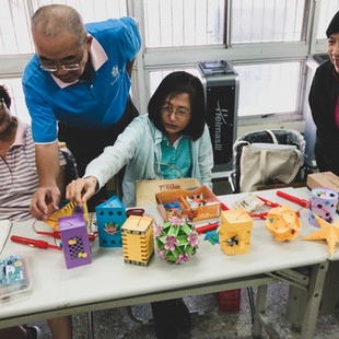 長輩主動發起製作手工燈籠贈送醫院病童的活動.jpg