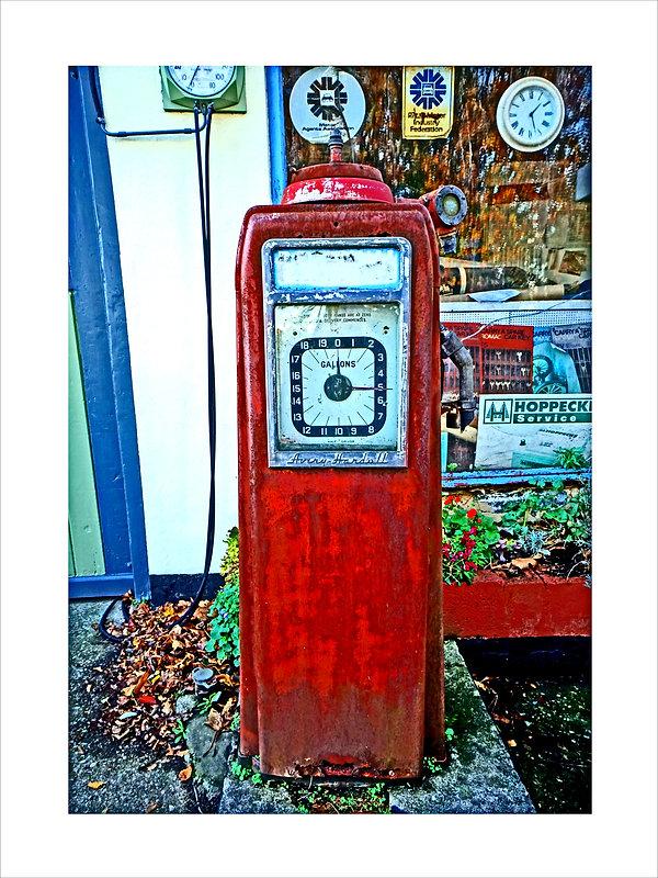 Petrol Pump 16x12 2000 pxl HDR.jpg