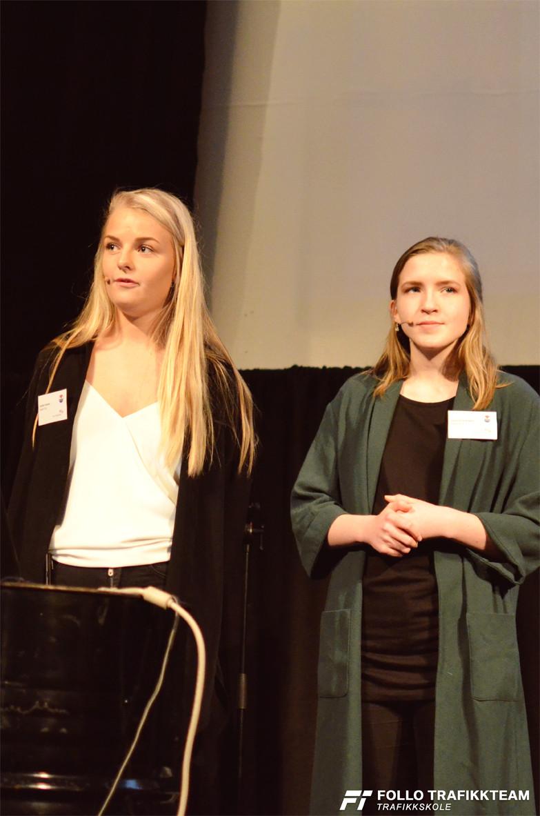 Cecilie Frostad og Johanne Elise Nyen er vinnere av Death trip 14/15 fra medielinjen på Nannestad videregående skole med kampanjen «Likegyldighet dreper». Foto:trafikkskole Follo Trafikkteam.
