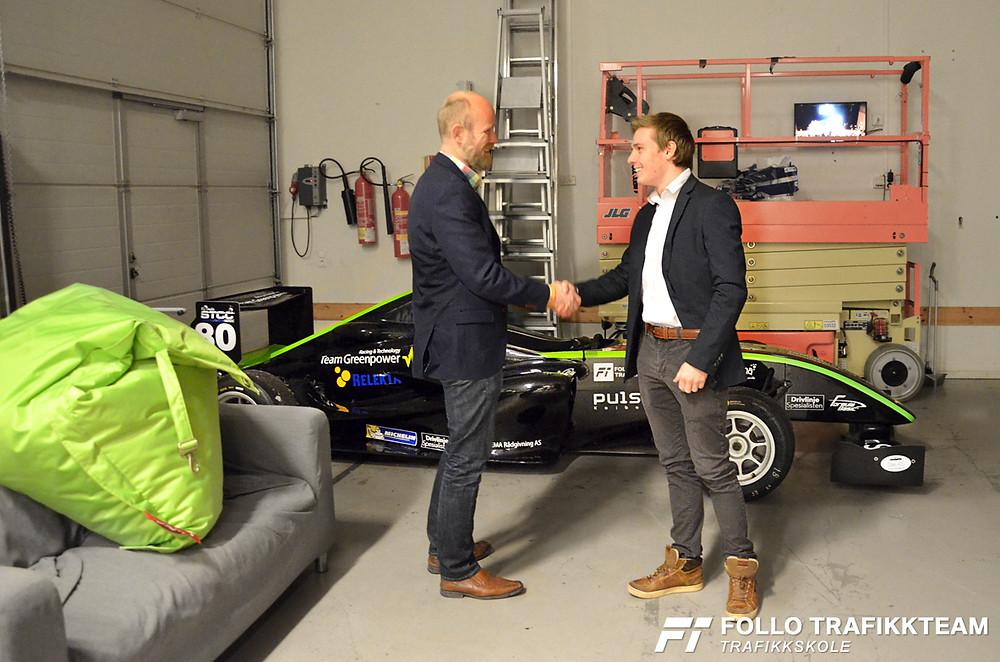 Faglig leder i Follo Trafikkteam Grim Ketil Nordhus tas imot av Edward Sander Woldseth. Ordførerens hedring 2018, Kolben.