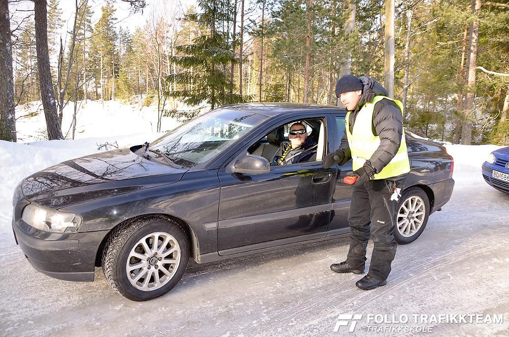 Trafikksikkerhetsdag med trafikkskole Follo Trafikkteam og NAF avd Follo på Nesodden. Unnamanøver