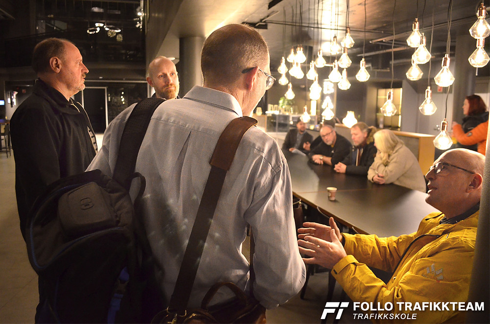 Trafikkskolelærere fra Follo Trafikkteam på Bilia Skøyen Fremtidens trafikkopplæring foredrag ATL og Veidirektoratet 5 desember 2017
